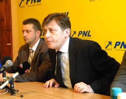 Antonescu trece la AMENINŢĂRI: Dacă va deveni preşedinte, Ponta nu va mai fi prim ministru