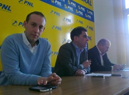 Liderii PNL Arad: PSD, un pericol la fel de mare ca şi Băsescu şi PDL