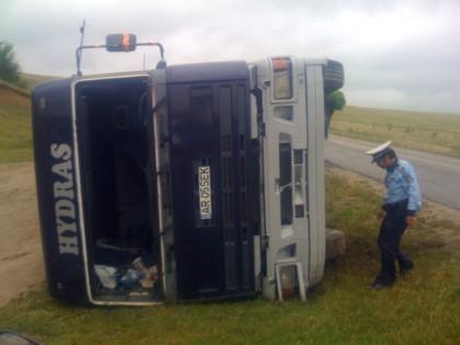 ACCIDENT rutier în județul Arad! Două persoane ÎNCARCERATE