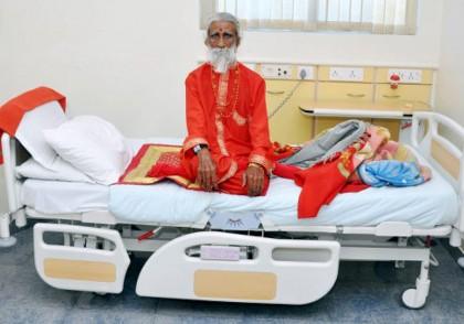 VIDEO/ Pare INCREDIBIL, dar e ADEVĂRAT! Un indian de 80 de ani nu a mâncat şi nu a băut nimic de la vârsta de 8 ani!