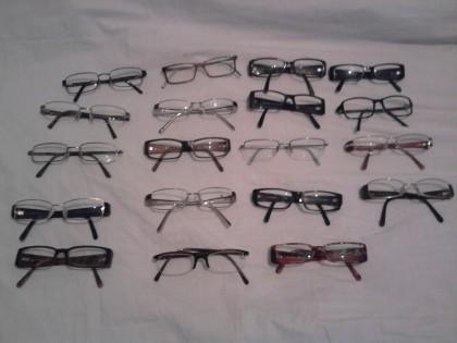 Un bărbat a fost prins că vindea, fără acte, ochelari de vedere