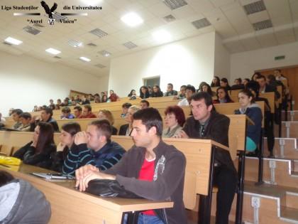 """Dezbaterea """"Legii Internshipului"""", la Universitatea """"Aurel Vlaicu"""" din Arad (GALERIE FOTO)"""