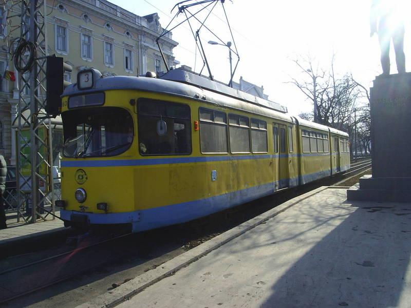 """Stațiile de tramvai devin EXPOZIȚII DE ARTĂ. Arădenii vor putea admira """"Ecouri vizuale. Perspective actuale"""""""