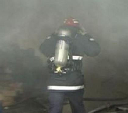 BREAKING NEWS/ INCENDIU puternic într-un BLOC DE LOCUINŢE. Pompierii intervin cu 16 autospeciale