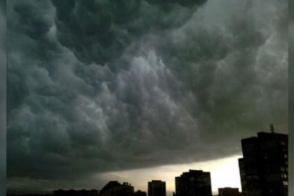 AVERTISMENT meteo: Vreme extremă cu furtuni și ploi torențiale