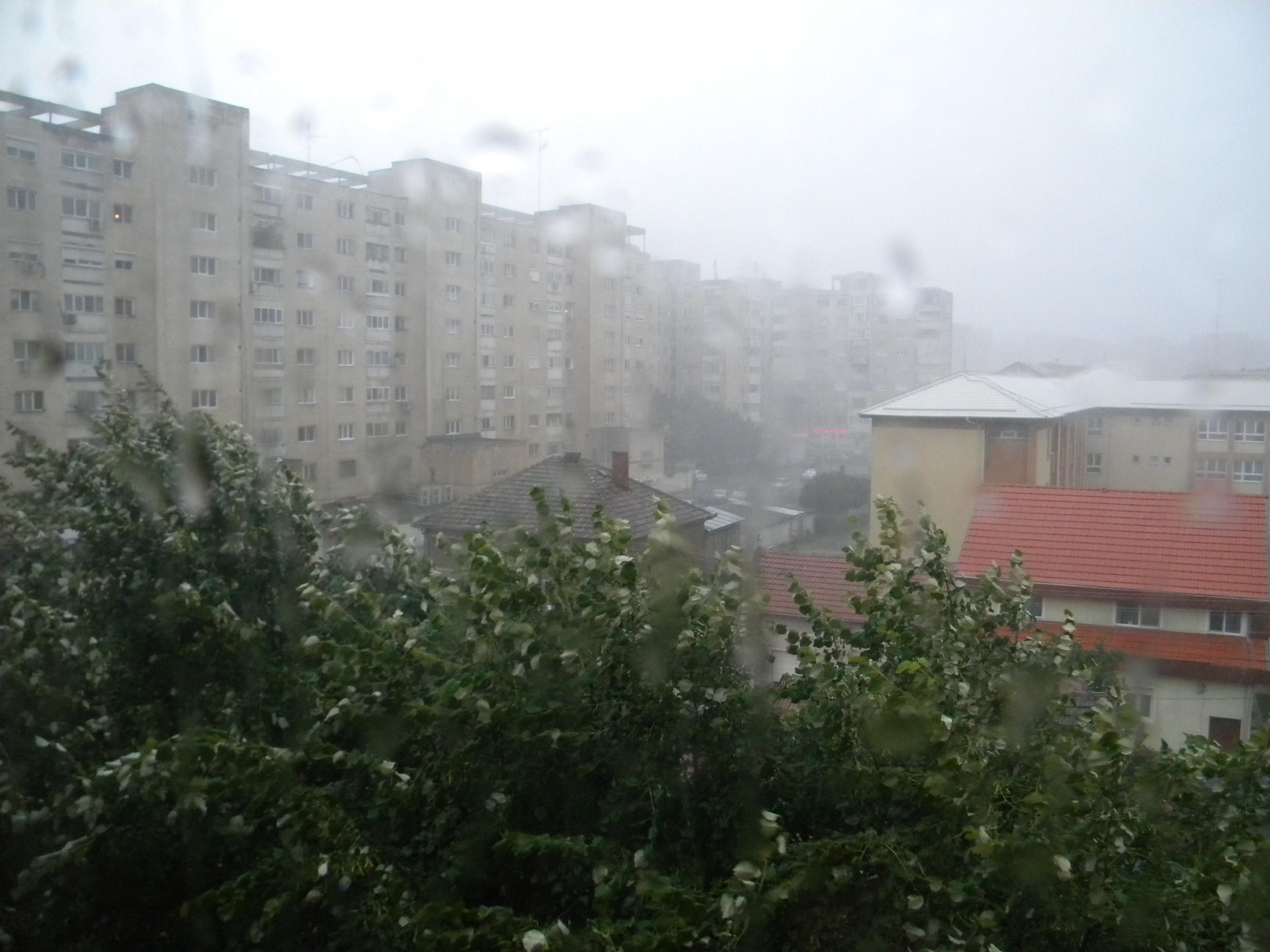 NEWS ALERT: Atenţionare meteo COD GALBEN de VÂNT PUTERNIC şi PLOI. Harta zonelor afectate