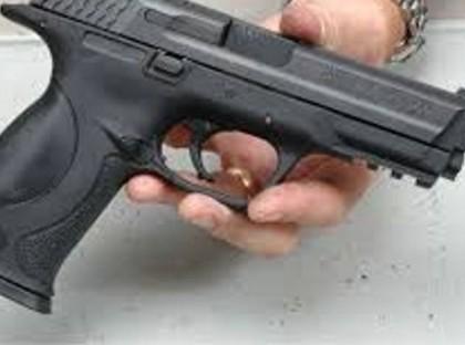 Sute de posesori de arme neletale, chemaţi la Poliţie