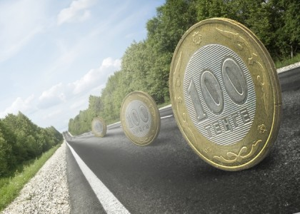 În premieră mondială, o bancă va emite MONEDE DE PLASTIC, realizate în Rusia
