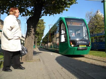 """""""Oaaai, ce faine îs!"""" – reacţia arădenilor la trecerea noilor tramvaie Imperio prin oraş (VEZI FOTO)"""