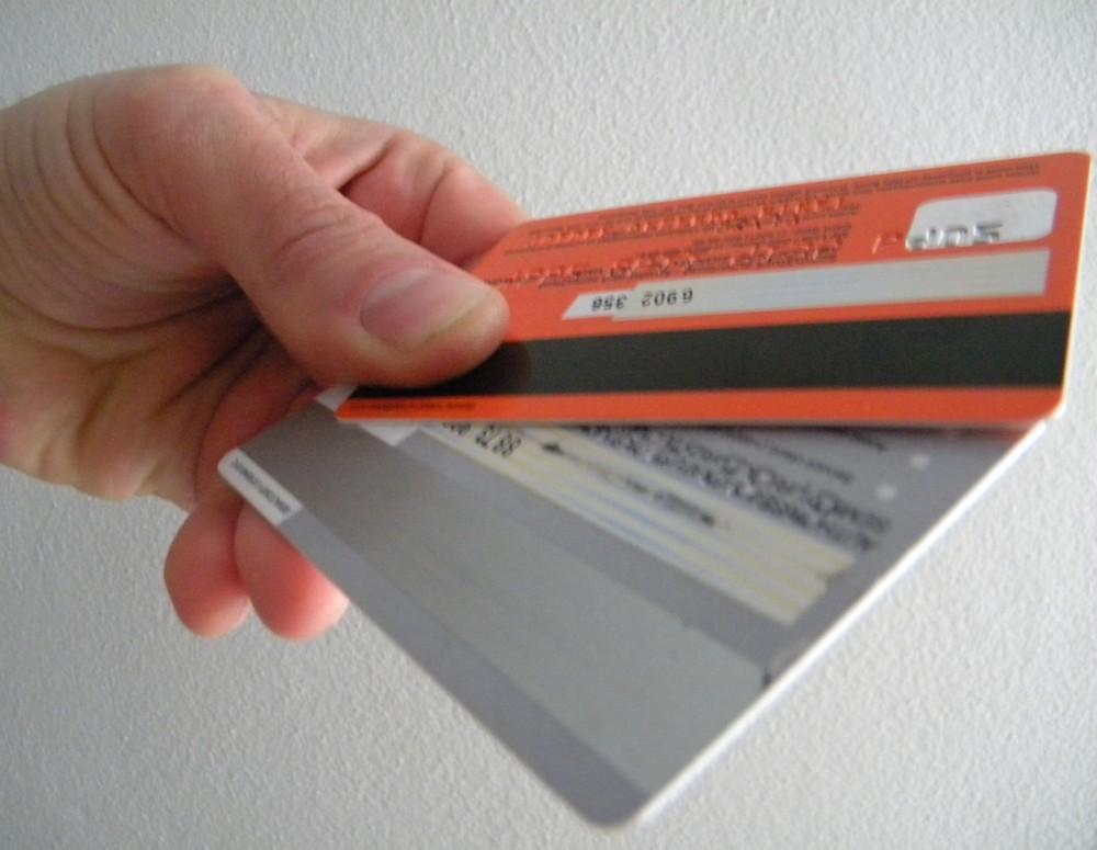 Schimbare MAJORĂ la carduri, pregătită în SECRET de bănci. Va afecta milioane de deținători