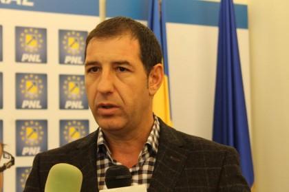 Un nou SCANDAL în PNL Arad: Un primar RĂBUFNEŞTE la adresa unui vicepreşedinte al CJA
