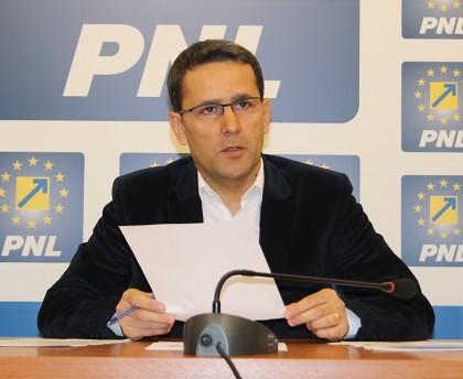 PNL: Peste 9.000 de arădeni au semnat, până acum, pentru DEMISIA lui Victor Ponta. SERIOS!?