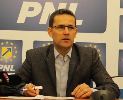 """Adrian Țolea: """"Guvernul Dragnea, indiferent de numele premierului, îşi arată limitele incompetenţei"""""""