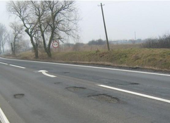 DRDP intervine de URGENȚĂ: Începe plombarea GROPILOR apărute în urma fenomenului de ÎNGHEȚ-DEZGHEȚ