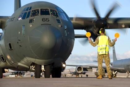 Trafic ÎNTRERUPT pe centura în regim de AUTOSTRADĂ a Aradului: Un avion de tip HERCULES al forţelor NATO aterizează pe aeroportul arădean