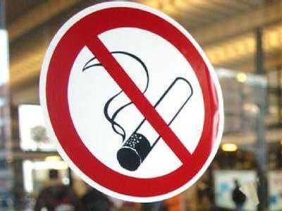 Încă o PALMĂ dată comercianților: INTERZICEREA TOTALĂ a fumatului în spațiile publice închise