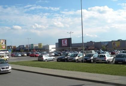 TUNUL ANULUI la un supermarket din Arad. Cu ce au plecat hoţii