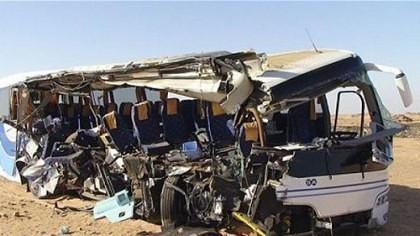 Camion PLIN cu ELEVI, RĂSTURNAT în prăpastie: 16 MORŢI, peste 30 de RĂNIŢI