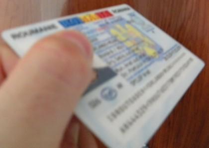 ATENŢIE/ Românii din străinătate TREBUIE să se prezinte la Direcţia de Evidenţă a Persoanelor