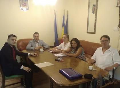 Nouă tineri români din Ungaria vor studia, cu bursă, în universităţi din România