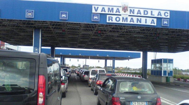 """Trafic INFERNAL pe AUTOSTRADĂ! Vama Nădlac, sub """"asediul"""" românilor care se întorc acasă"""