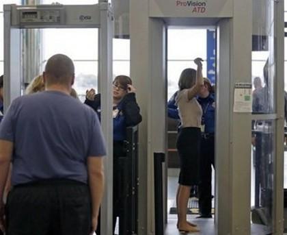 A fost ARESTAT la aeroport după ce a încercat să scoată ilegal ASTA din țară. Le-a ascuns sub pantaloni!