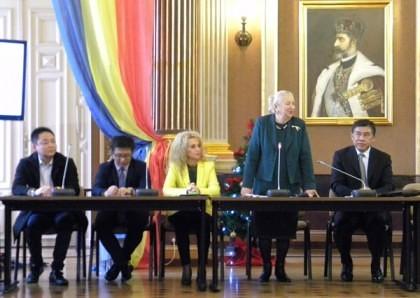 FOTO/ Conferințe, poezie și muzică la Simpozionul internațional româno-chinez de la Arad