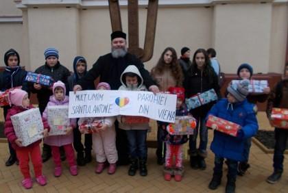PRIMIM SPRE PUBLICARE/ Românii din Viena au dăruit cadouri copiilor nevoiaşi din Arad şi Chişineu Criş (FOTO)