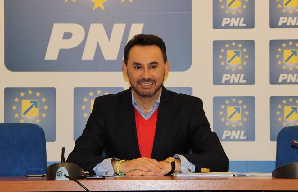 Nu mai are loc în oraș?! Cum a ajuns europarlamentarul Gheorghe Falcă să-și facă birou la sediul de partid…
