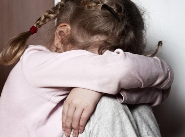 Fetiţă ABUZATĂ SEXUAL de ÎNVĂŢĂTOR! Bărbatul, internat la Neuropsihiatrie