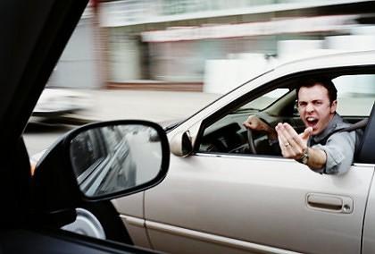 Fără PERMIS și cu mașina RADIATĂ, la PLIMBARE prin Arad. Ce s-a întâmplat cu BĂRBATUL INCONŞTIENT