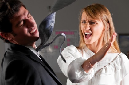 Şi-a luat soţul la bătaie, în timp ce acesta conducea. SECRETUL RUŞINOS pe care l-a aflat soţia înainte de acest gest!