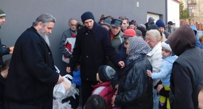 Peste 300 de pachete cu alimente pentru persoane defavorizate din Arad