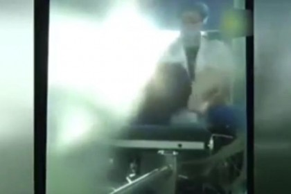Doctor-beats-a-patient-during-surgery (1)