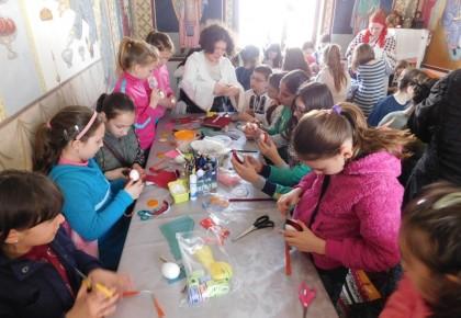 PRIMIM SPRE PUBLICARE/ Ateliere de creație pentru copii (FOTO)