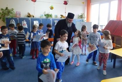 """PRIMIM SPRE PUBLICARE/ Program educativ-religios desfășurat la Grădiniţa PP """"Piticot"""" din Arad (GALERIE FOTO)"""