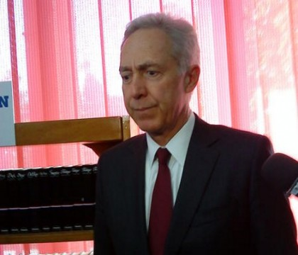 Ambasadorul SUA a inaugurat raftul american de cărţi la Biblioteca judeţeană din Arad