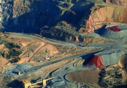 SONDAJ: 66% dintre români nu sunt de acord cu folosirea cianurii în minerit