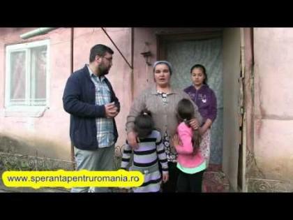 SITUAŢIE DISPERATĂ: Patru fetiţe părăsite şi date afară din casă de tatăl lor au nevoie de alimente şi îmbrăcăminte
