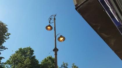 Chiar dacă e soare, iluminatul public își face datoria, pe BANII arădenilor!