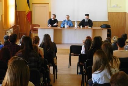 PRIMIM SPRE PUBLICARE/ Conferință despre educație la Colegiul Național Vasile Goldiș din Arad (FOTO)