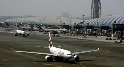 ZECI DE ZBORURI REDIRECȚIONATE, mii de pasageri AFECTAȚI de o DRONĂ NEAUTORIZATĂ pătrunsă în spațiul aerian al unui AEROPORT IMPORTANT AL LUMII