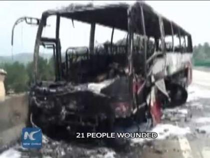 TRAGEDIE/ Cel puțin 30 de persoane și-au pierdut viața într-un accident de autocar (VIDEO)