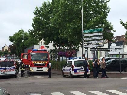 Atacul de la biserica din Franța: Teroriștii aveau o CENTURA CU EXPLOZIBIL FALSĂ și un cronometru de bucătărie