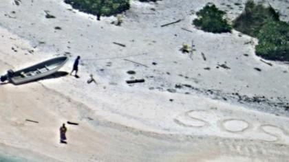 SALVAȚI DE PE O INSULĂ datorită mesajului SOS scris pe nisip