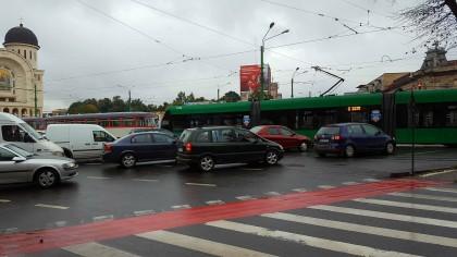 Un tramvai IMPERIO a BLOCAT circulația în sensul giratoriu din Podgoria