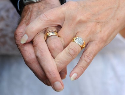 La 50 de ani după ce s-au căsătorit au găsit un album cu poze de la NUNTA lor. Ce s-a întâmplat, apoi, E UIMITOR!