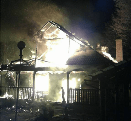 Incendiu DEVASTATOR la Moneasa: A ars în TOTALITATE (FOTO)