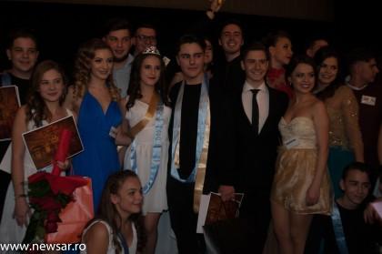 Distracţia liceenilor a continuat aseară cu BALUL BOBOCILOR organizat de Liceul Pedagogic Dimitrie Ţichindeal (GALERIE FOTO)