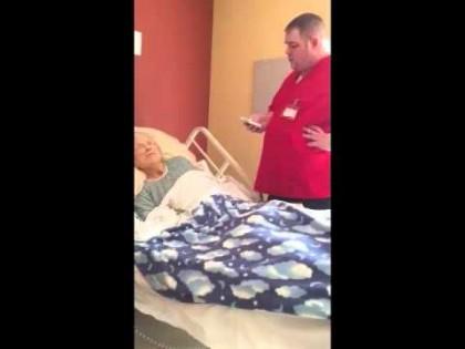 INCREDIBIL! Ce i-a făcut acest ASISTENT unei BĂTRÂNE abandonată în SPITAL. Nu ȘTIA că era FILMAT (VIDEO)
